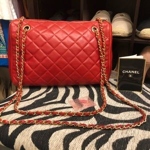Authentic Chanel CC lambskin bag. Gold hardware